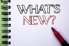 Handschriftstext welche neue Frage s Konzeptbedeutung, welche die Fragebogen-Untersuchungs-Problem-Frage an geschrieben auf Notiz Stockbilder