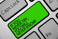 Handschriftstext, wenn Sie nie versuchen, wissen Sie nie Konzeptbedeutung Inspiration, zum neuer Sache Tastaturgrün-Schlüssel Abs stockfotografie