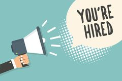Handschriftstext werden Sie bezüglich eingestellt Das Konzept, das neuen Job Employed Newbie Enlisted Accepted bedeutet, zog den  lizenzfreies stockfoto