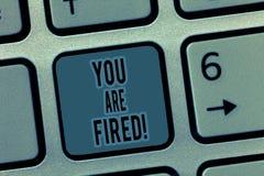 Handschriftstext werden Sie gefeuert Konzeptbedeutung, die vom Job und vom gewordenen arbeitslosen nicht Ende die Karriere hinaus lizenzfreie stockfotos