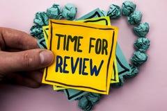 Handschriftstext Zeit für Bericht Konzeptbedeutung Bewertungs-Feedback-Moment-Leistung Rate Assess geschrieben auf klebriges Brie lizenzfreies stockfoto