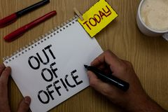 Handschriftstextausschreiben des Büros Konzeptbedeutung außerhalb des Jobs niemand in der Geschäft Bruch-Freizeit entspannen sich stockfotos