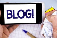 Handschriftstextschreiben Blog-Motivanruf Konzept, das Preperation des attraktiven Inhalts für die blogging Website schriftlich O Lizenzfreie Stockfotografie
