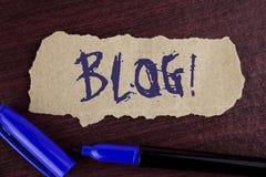 Handschriftstextschreiben Blog-Motivanruf Konzept, das Preperation des attraktiven Inhalts für die blogging Website schriftlich O Stockbild
