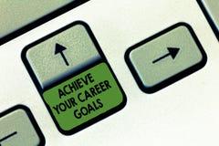 Handschriftstextschreiben erzielen Ihre Karriere-Ziele Konzeptbedeutung Reichweite für Berufsehrgeiz und Ziele stockfotografie