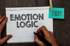 Handschriftstextschreiben Gefühl-Logik Konzeptbedeutung Herz oder offenes Notizbuch Brain Soul- oder Intelligenz-Verwirrungs-Glei lizenzfreie stockbilder