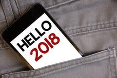 Handschriftstextschreiben hallo 2018 Die Konzeptbedeutung, die eine Motivmitteilung 2017 des neuen Jahres beginnt, ist über nowCo Lizenzfreie Stockfotografie