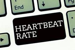 Handschriftstextschreiben Herzschlag-Rate Konzeptbedeutung gemessen durch Zahl von Zeiten die Herzverträge pro Minute lizenzfreie stockfotos