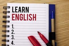 Handschriftstextschreiben lernen Englisch Konzeptbedeutung Studie eine andere Sprache lernen etwas die fremde Mitteilung, die auf lizenzfreie stockfotos