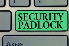 Handschriftstextschreiben Sicherheits-Vorhängeschloß Konzept, das Stahl Körper und doppelte Blockierungsfessel von Extrakosten ei lizenzfreie stockbilder