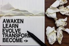 Handschriftstextschreiben wecken lernen entwickeln umwandeln geworden Konzeptbedeutung Inspirations-Motivation verbessern Markier stockfotos