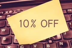 Handschrifttekst die 10 afschrijven Concept die Korting van tien percenten over regelmatige de Verkoopontruiming van de prijsbevo stock fotografie