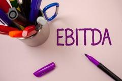 Handschrifttekst die Ebitda schrijven Concept die Inkomens betekenen vóór van de de Waardeverminderingsamortisatie van Rentebelas stock foto