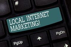 Handschrifttekst die Lokale Internet-Marketing schrijven Het Bereik van de conceptenbetekenis de klanten die aan u Toetsenbord di stock illustratie