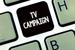 Handschrifttekst die TV-Campagne schrijven Concept die Televisie programmering veroorzaakt en betaald voor door een organisatie b royalty-vrije stock afbeelding