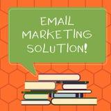 Handschrifttekst E-mail Marketing Oplossing Concept die helpend klanten om hun problemen Ongelijke Stapel van op te lossen beteke royalty-vrije illustratie