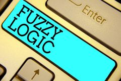 Handschrifttekst Fuzzy Logic De conceptenbetekenis controleert omvang van vuil en vethoeveelheid zeep en watertoetsenbord blauwe  royalty-vrije stock afbeeldingen