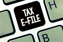 Handschrifttekst het schrijven Belastingse Dossier Concept die Systeem betekenen die belastingsdocumenten voorleggen aan de V.S.  stock afbeeldingen