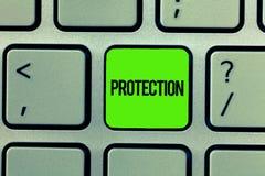 Handschrifttekst het schrijven Bescherming Het concept die Staat van wordt beschermd gehouden tegen het gevaar van het kwaadverli royalty-vrije stock foto
