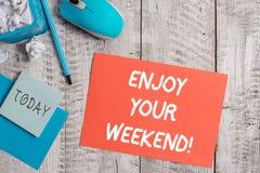 Handschrifttekst het schrijven geniet van Uw Weekend Concept betekenen die iemand wensen dat aardig iets bij vakantie zal gebeure stock afbeelding