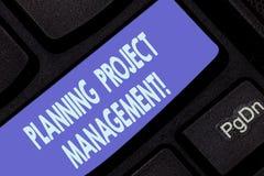 Handschrifttekst het schrijven PlanningsProjectleiding Concept die gebruik van programma's betekenen om rapportvooruitgang dan te royalty-vrije stock foto