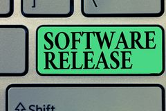 Handschrifttekst het schrijven Softwareversie Concept die som stadia van ontwikkeling en rijpheid voor programma betekenen royalty-vrije stock afbeelding
