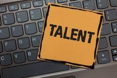 Handschrifttekst het schrijven Talent Concept die Natuurlijke capaciteiten van mensen betekenen die gespecialiseerde vaardigheden royalty-vrije stock afbeelding