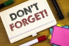 Handschrifttekst het schrijven vergeet geen Motievenvraag De conceptenbetekenis herinnert Levensonderhoud in het Programma van de stock foto's