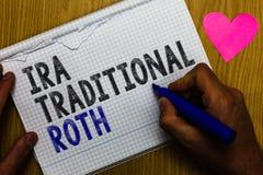 Handschrifttekst Ira Traditional Roth De conceptenbetekenis is voor de belastingen aftrekbaar op zowel staat als federale Documen stock foto
