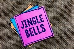 Handschrifttekst Jingle Bells Concept die beroemdste traditionele het Document van het Kerstmislied over de hele wereld nota's Be royalty-vrije stock afbeelding