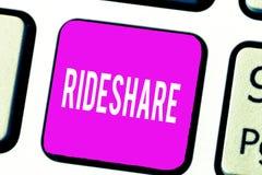 Handschrifttekst Rideshare Concept die Delend ritten of de Online de Taxidienst van vervoerscarpool betekenen stock afbeeldingen