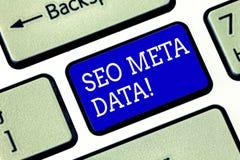 Handschrifttekst Seo Meta Data Concept die Zoekmachineoptimalisering de Online marketing sleutel van het strategietoetsenbord bet royalty-vrije stock afbeeldingen