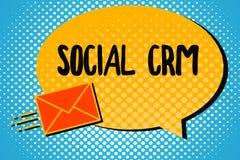 Handschrifttekst Sociale Crm Concept die Klantrelatieanalysisagement betekenen die wordt gebruikt om met klanten in dienst te nem stock illustratie