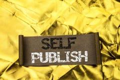 Handschrifttekst Zelf schrijven publiceert Het concept die Publicatie betekenen die schrijft het Artikelfeiten van het Journalist stock afbeelding