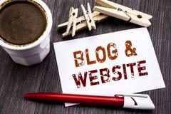 Handschrifttext-Titelinspiration, die Blog-Website zeigt Geschäftskonzept für das Blogging Sozialnetz geschrieben auf klebriges B Stockbilder