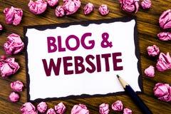 Handschrifttext-Titelinspiration, die Blog-Website zeigt Geschäftskonzept für das Blogging Sozialnetz geschrieben auf klebriges B Stockfotografie