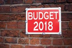 Handschrifttext-Titelinspiration, die das Budgetkonzept 2018 bedeutet neues Jahr-Budget Finanzkonzept geschrieben auf altes annou Stockfoto