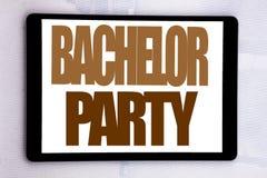 Handschrifttext-Titelinspiration, die Jungesellen-Party zeigt Geschäftskonzept für Hirsch-Spaß Celebrate an geschrieben auf Table Lizenzfreies Stockbild
