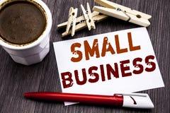Handschrifttext-Titelinspiration, die Kleinbetrieb zeigt Geschäftskonzept für Family Owned Company geschrieben auf klebrigen Anme lizenzfreie stockfotos