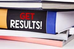 Handschrifttexttitel-Inspirationsvertretung erhalten Ergebnisse Geschäftskonzept für Achieve Ergebnis geschrieben auf das Buch au Stockfotografie