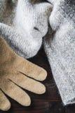 Handschuh auf Wollestrickjacke lizenzfreie stockfotografie