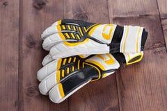 Handschuhe des Fußballtorhüters Stockfotografie