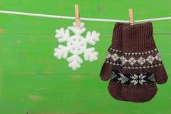 Handschuhe mit Schneeflocken Lizenzfreies Stockfoto