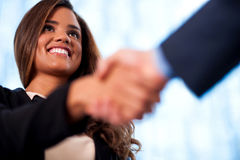 A handshake between business people Royalty Free Stock Photos