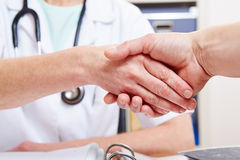 Handshake between doctor Royalty Free Stock Photography