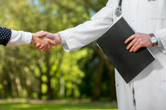 Handshake of a doctor and patient Royalty Free Stock Photos