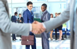 Handshake in front of business people Royalty Free Stock Images