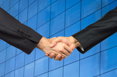 Handshake in an office Royalty Free Stock Photography