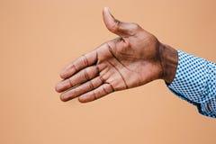 handshake Ręki biznesmen na brown tle fotografia stock