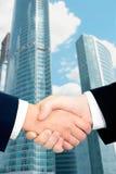 handshaking Fotografering för Bildbyråer